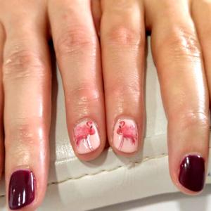 uñas decoradas tonos rojos y blancos Pamplona