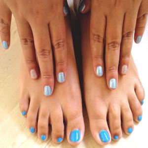 uñas color azul claro GMEL centro de estética