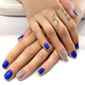 Manicura semipermanente colorido azul GMEL