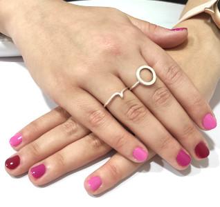 Manicura uñas tonos rojos y rosas GMEL